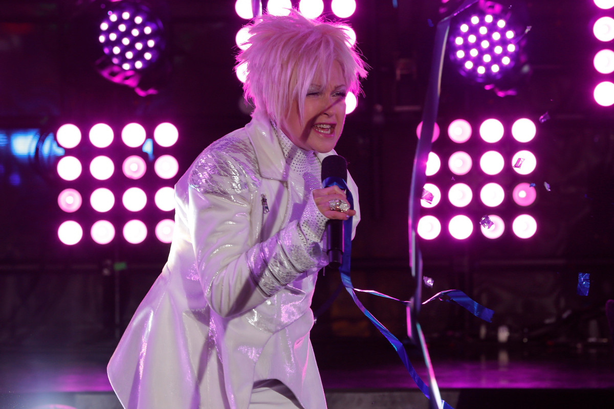 Fans were baffled by Cyndi Lauper's embarrassing NYE performance